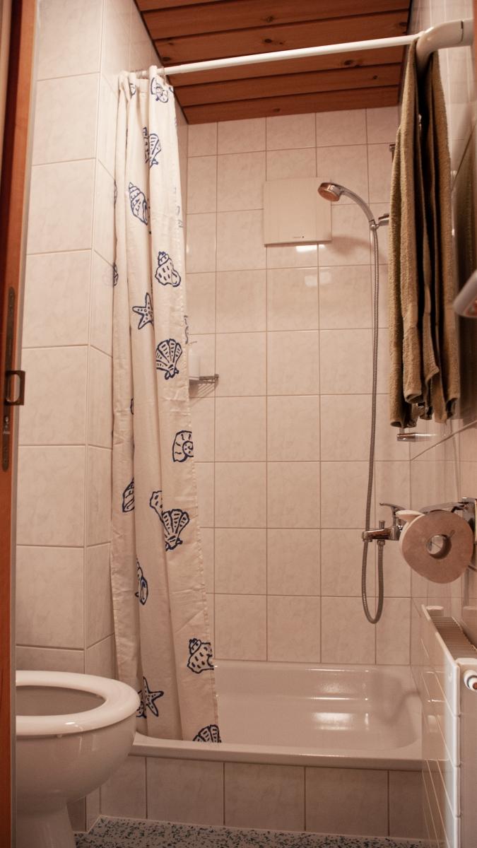 bbsolarhaus_WC-und-Dusche